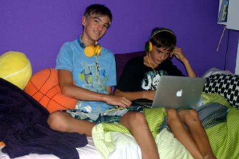 Ein Bettnässer und Teenager sein