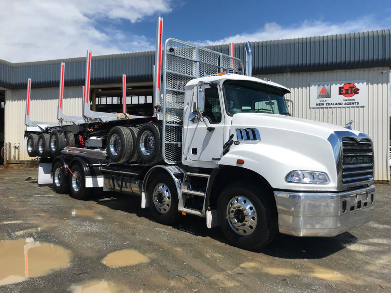 Mack Granite & 5 axle trailer for MTD