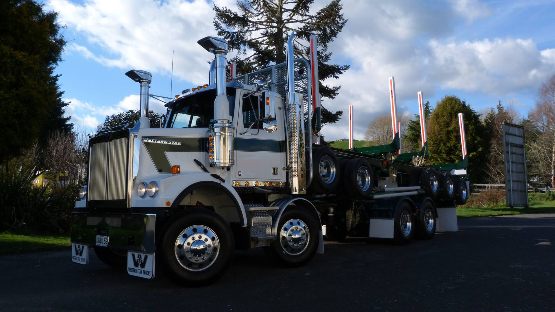 Western Star & 5 axle trailer for Middle Hill