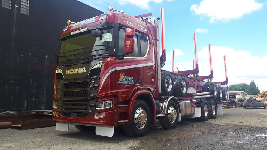 Hautapu Haulage Scania & 5 axle trailer