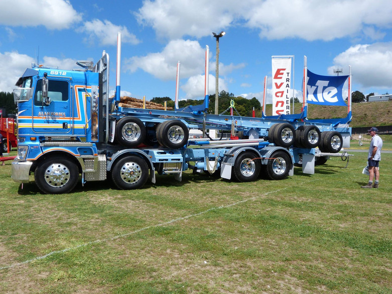 Alan Forbes KW K200 with 5 axle trailer