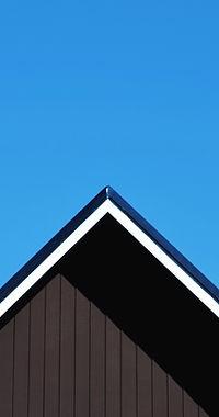 Telhado Contra Céu Azul Claro