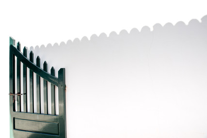 Shadowplay of a gate