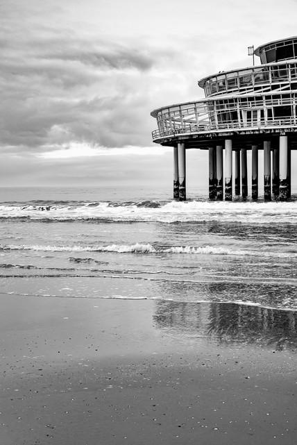 Architectural piece in the sea