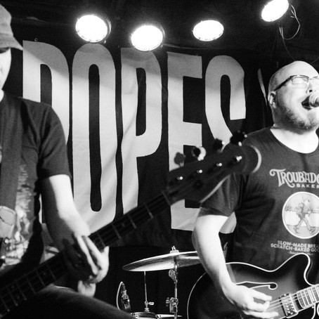Smoking Popes Swoon at Lookout Lounge