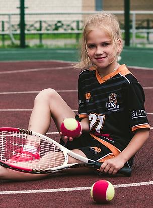Tennisma%CC%88dchen_edited.png