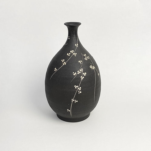 Kondo Yutaka, Black Bottle with Narrow Neck