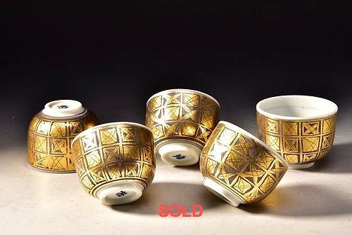 ONO HAKUKO (1915-1996), Set of Five Guinomi with gold