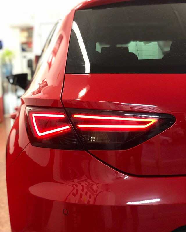 ♦️Red Car♦️ Vinilado en Black Tail-light