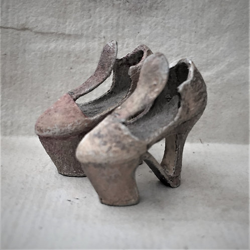 18th Century Ladies shoes (ready for painting) on block base without ribbon