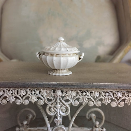 Pretty fluted tureen