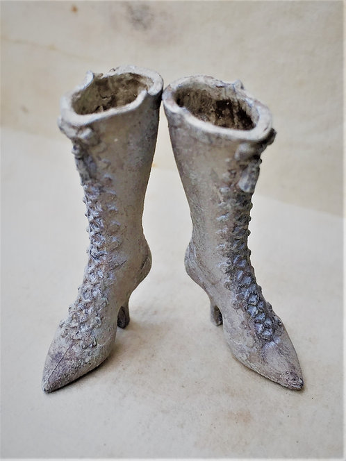 Full length 19th Century Ladies Boots with tassel (ready for painting)
