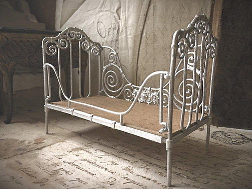 18th Century 12th scale Cot / Day Bed