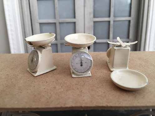 Painted 12th scale Small weighing scales