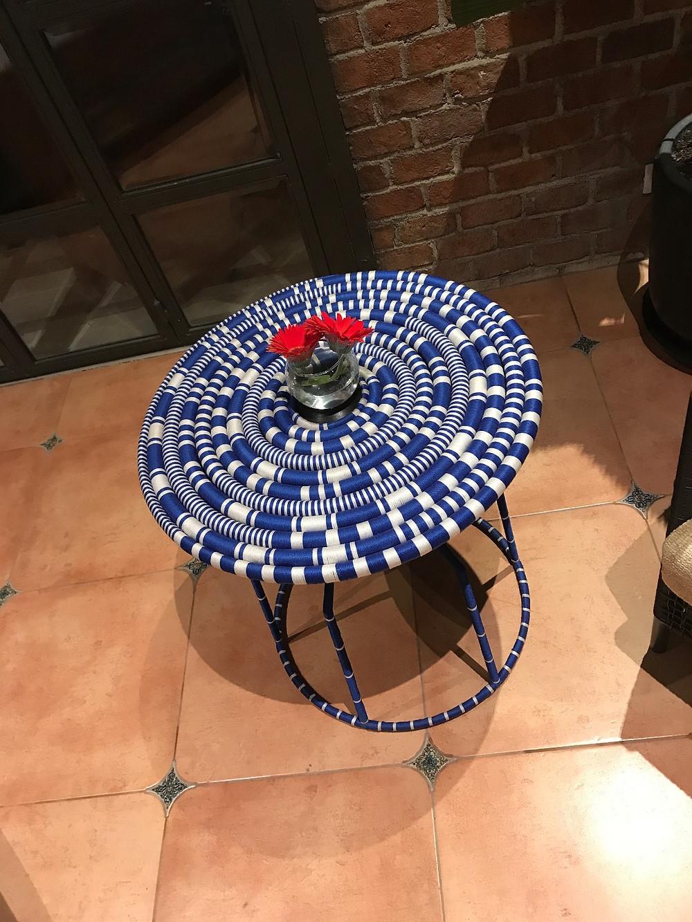 アジアン家具YOTHAKAのユニークなサイドテーブル