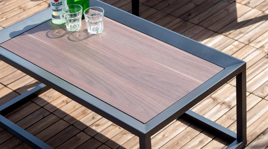 屋外対応テーブル