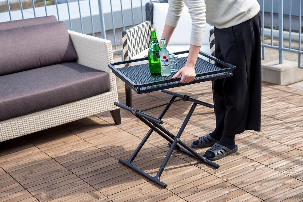 屋外用サイドテーブル SMood Tray Table トレイの使用