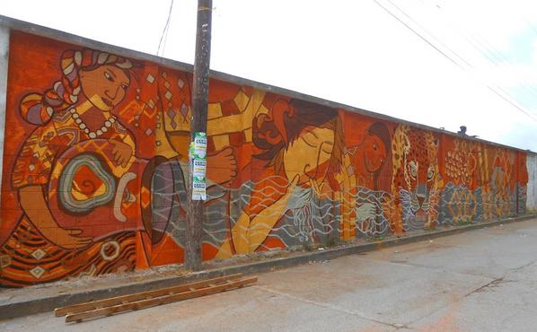 Mural hecho con pintura de tierra de las mismas montañas de Itzal