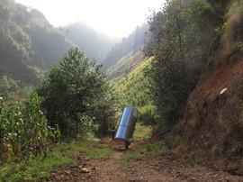 Los caminos no siempre permiten que los silos lleguen hasta la casa misma