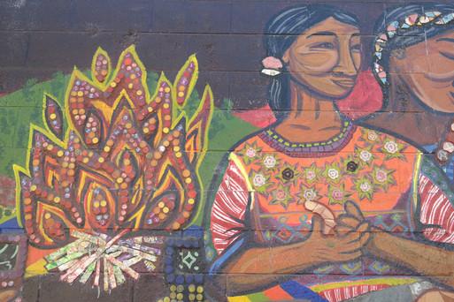 Lo cultural en el mural con materiales reciclables