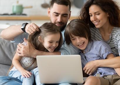 Familia no computador.png