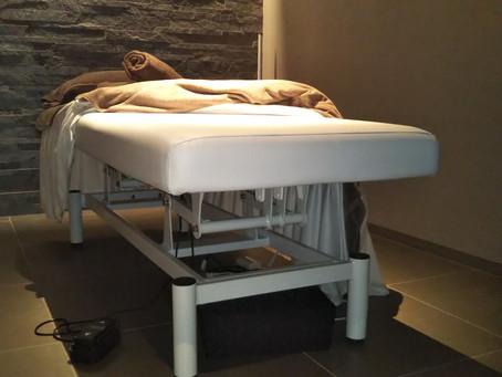 静かな施術ベッド