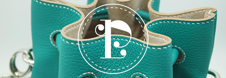 Sac seau, Logo, Le Baluchon, Maroquinerie, Emilie Bertrand, savoir faire français, artisan d'art, maroquinerie de luxe, sac en cuir fait main, collection personnalisable, créateur, pièces uniques, hermes, artisanat, accessoires de mode, sacs haut de gamme, haute maroquinerie, atelier d'art français, cousu main, handmade, made in France, sac en cuir, pochettes, noeud papillon, maroquinerie de luxe, sacs de luxe, fabrication française, créations,