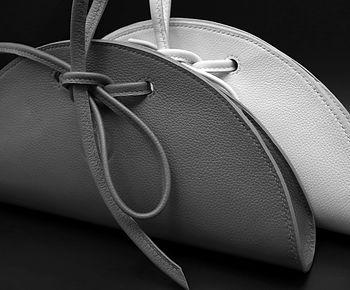 Mademoiselle Saudade, LPS, La Petite Saudade, Maroquinerie, Emilie Bertrand, savoir faire français, artisan d'art, maroquinerie de luxe, sac en cuir fait main, collection personnalisable, créateur, pièces uniques, hermes, artisanat, accessoires de mode, sacs haut de gamme, haute maroquinerie, atelier d'art français, cousu main, handmade, made in France, sac en cuir, pochettes, noeud papillon, maroquinerie de luxe, sacs de luxe, fabrication française, créations,