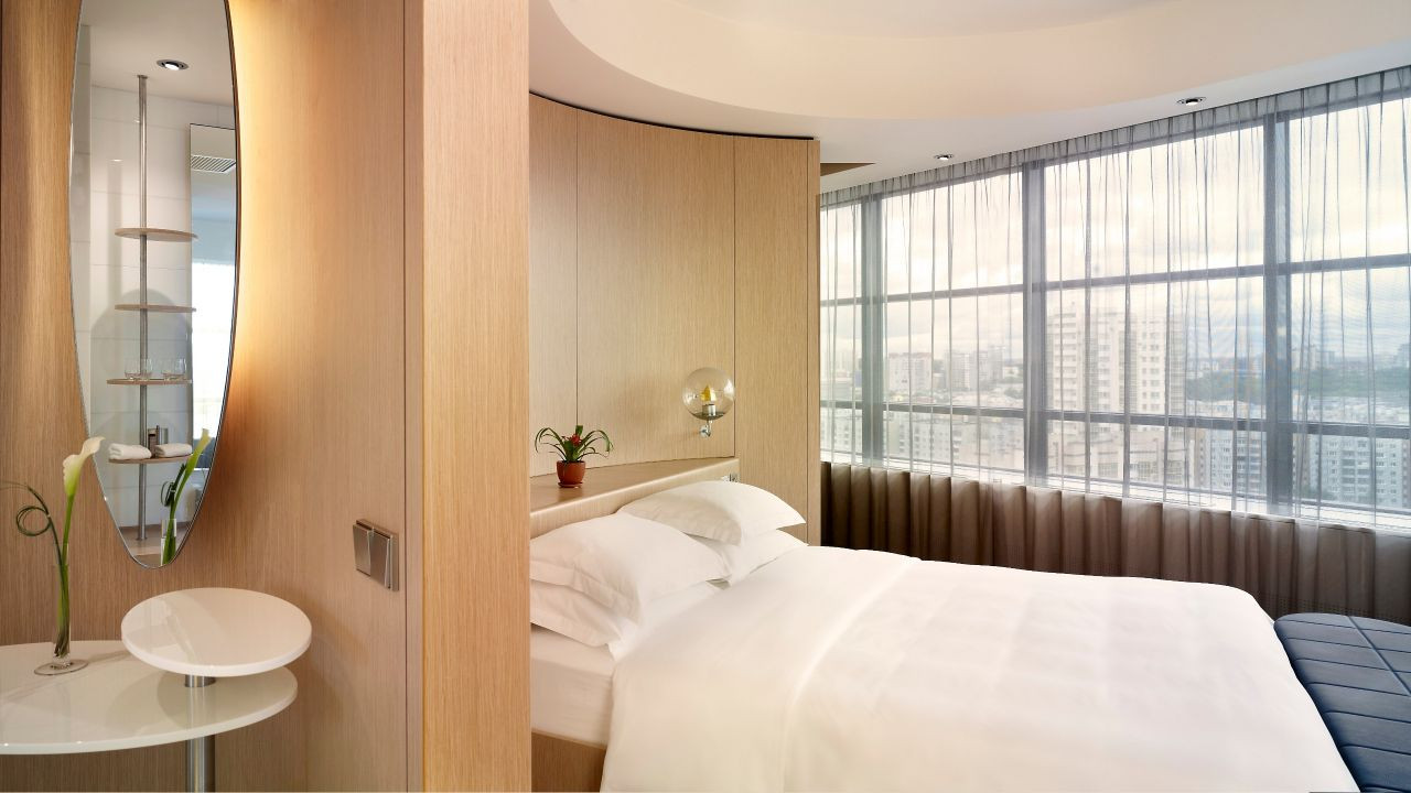 YEKHR-P054-King-Guestroom-with-City-View