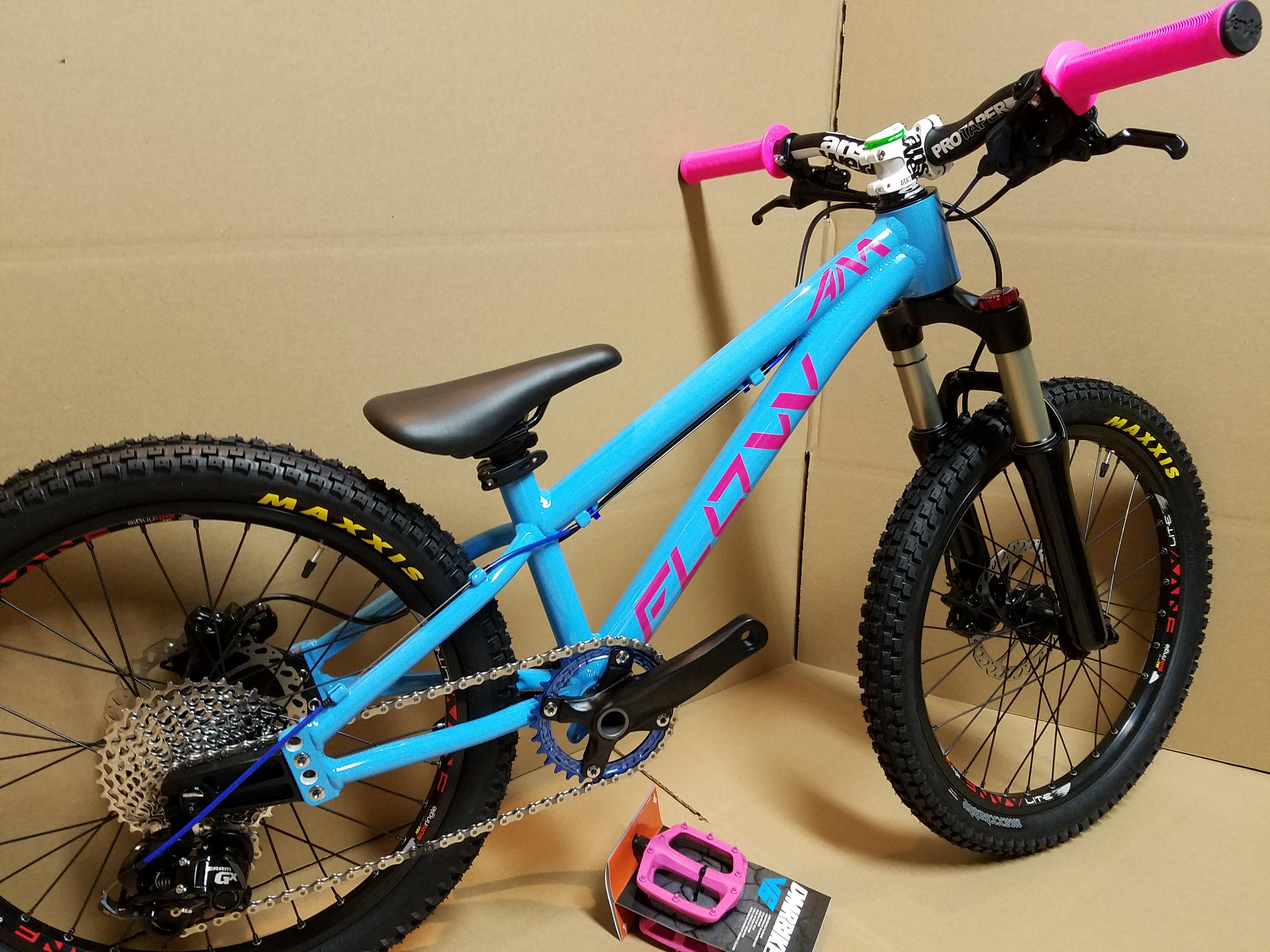 flow kids mountain bike 20 inch blue pink