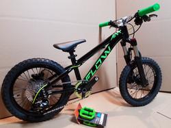 flow bike black green 16