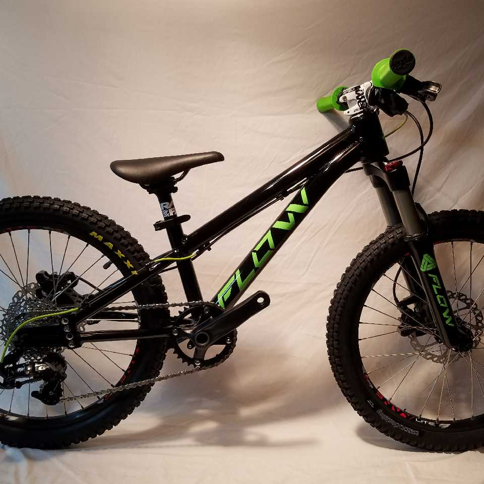 black green 20 inch 10spd kids mountain bike