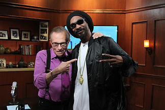 Larry King with Snoop Dog: Solomon Mines Luxury Jewish Magazine (Picture copyright OraTv.com)