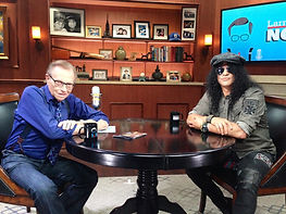 Larry King with Slash: Solomon Mines Luxury Jewish Magazine (Picture copyright OraTv.com)