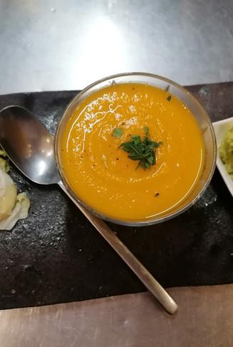 Assortiment de guacamole/houmous et soupe de carotte