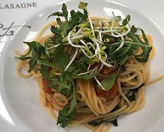 Spaghetti mit Cocktail Tomaten und Rucol