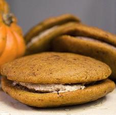 pumpkin whoopie pie