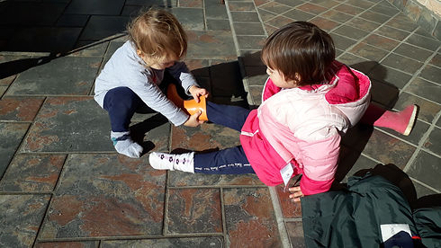 collaborazione tra bambini.jpg
