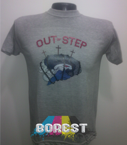 camiseta out of step