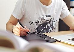 man-using-graphics-tablet_HTgPTcB4Yx.jpg
