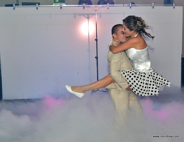 ריקוד חתן כלה עם עשן כבד
