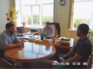 Глава администрации Лунинского района Алексей Атясов провел рабочую встречу с представителями...