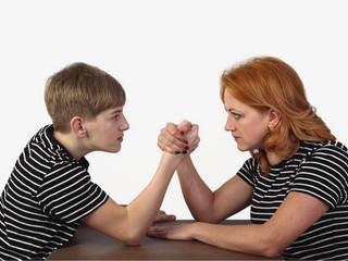 Тема сегодняшнего собрания для созависимых «конфликт поколений», разберёт психолог нашего центра