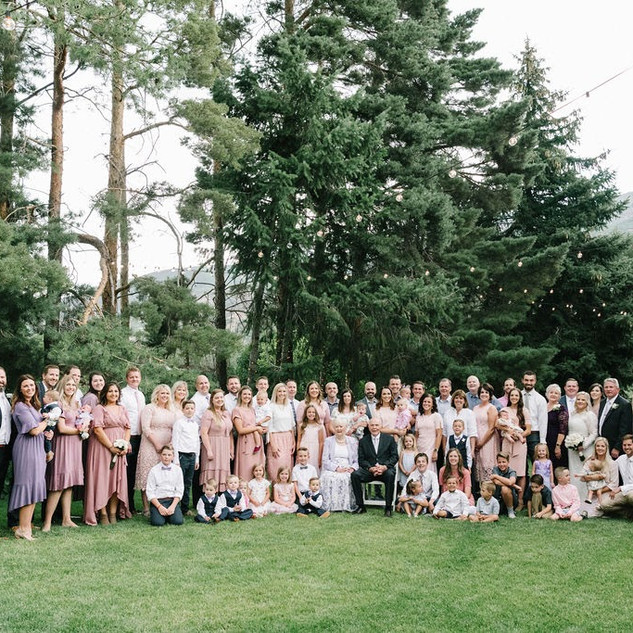 Large family photo at Oak Hills Reception and Event Center