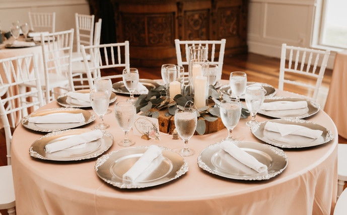 Silver Plate Chargers at Oak Hills Reception and Event Center