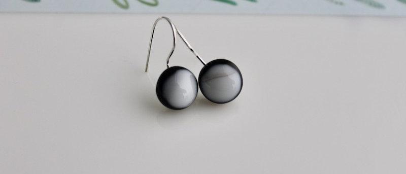 Oorbellen wit op zwart