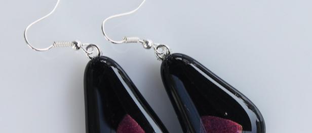 Oorbellen zwart paars