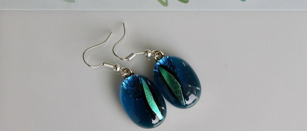 Oorbellen blauw met blinkend groen