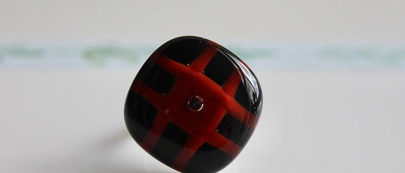 Ring zwart rood