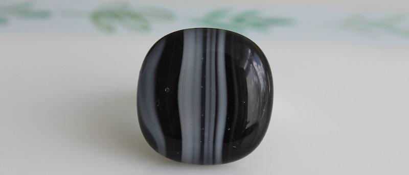 Ring zwart wit gestreept